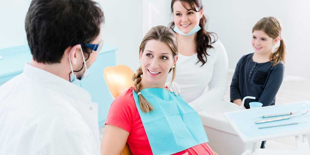 Donna incinta dal dentista